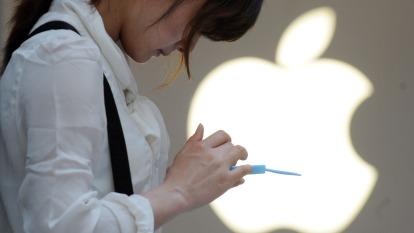 週一蘋果遭空襲!美券商預測今年新iPhone銷售慘。(圖片:AFP)