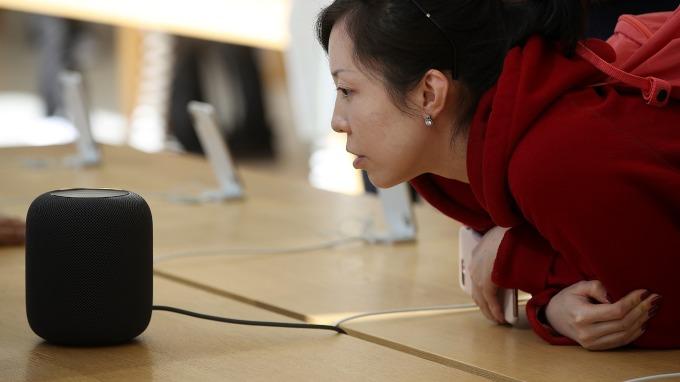 望穿秋水!蘋果HomePod夏末在台上市。(圖片:AFP)