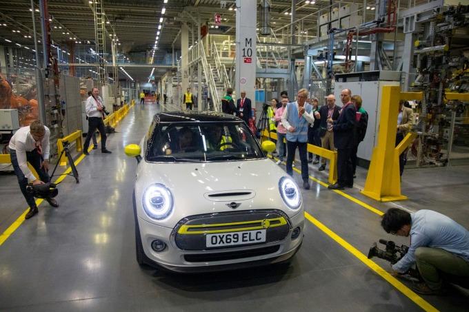 預防無秩序脫歐、BMW 部分引擎產線將移出英國。(圖片:AFP)