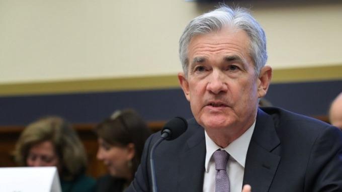 鮑爾聽證「放鴿」!市場瘋狂對賭Fed年底前共降息3碼 (圖片:AFP)