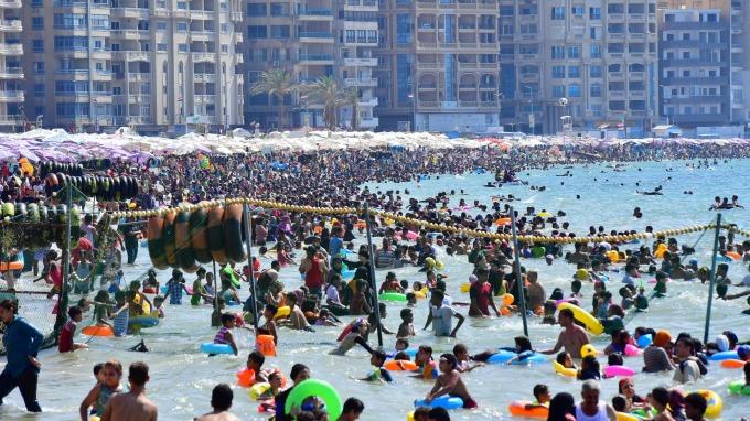 降息循環若啟動,債市「裸泳」的台灣壽險業恐遭殃。(圖片:AFP)