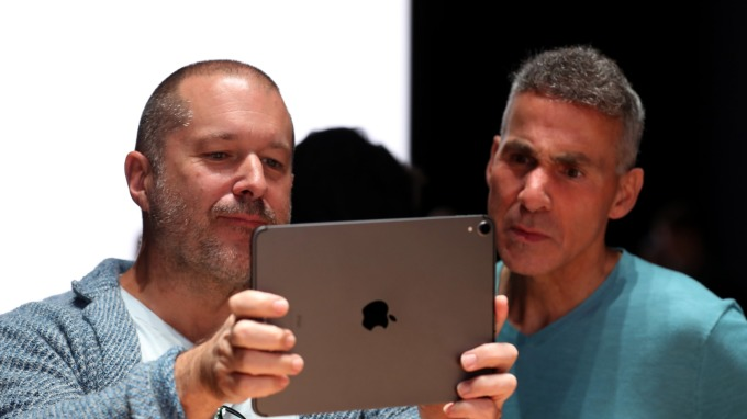 蘋果AR眼鏡能夠幫助視力嚴重的患者看見真實世界的全景(圖片:AFP)