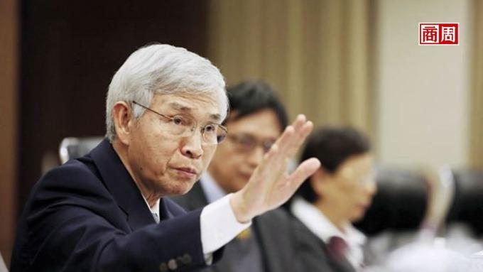 央行總裁楊金龍,為何預做升值示警?  新台幣年底升上30元!3股推升力道解讀。(圖:商業周刊)