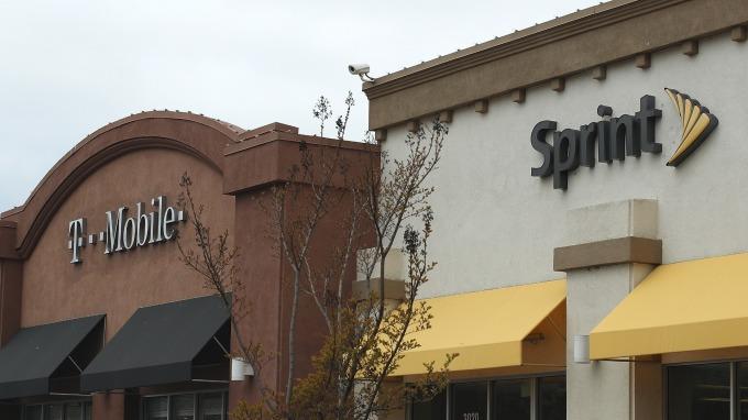 WSJ:Sprint與T-Mobile間合併將再次展延、母公司軟銀財務恐受影響。(圖片:AFP)