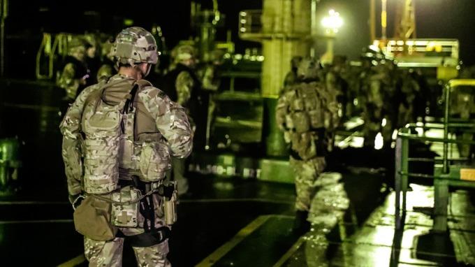 英國皇家海軍在直布羅陀扣押了 1 艘伊朗油輪。(圖片:AFP)