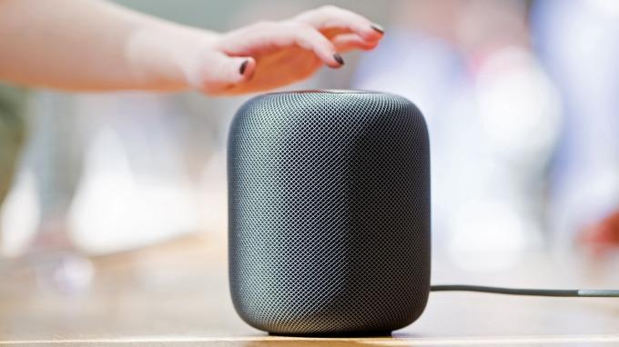 蘋果HomePod夏末上市搶智慧音箱市場,台廠可望受惠。(圖:AFP)