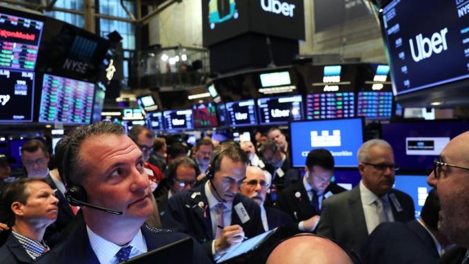 美股盤中─道瓊上漲逾160點 再創新高 鮑爾暗示降息的利多持續  (圖片:AFP)