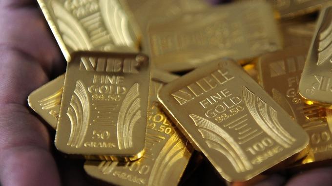 貴金屬盤後─Fed強化了降息希望 黃金收高5.50美元 (圖片:AFP)