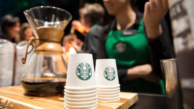 為何咖啡豆價格崩盤 商店銷售杯裝咖啡反而更貴?(圖:AFP)