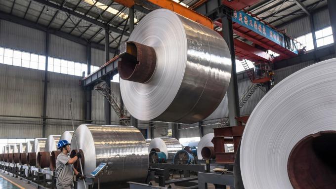 中國限產停產一波波,鋼鐵業下半年有轉機?(圖片:AFP)