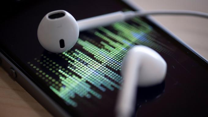 霸主地位不容動搖!蘋果開始投資原創播客 Spotify驟跌近2%(圖片:AFP)