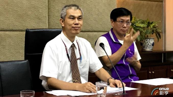 圖左為NCC代理發言人王德威。(鉅亨網記者沈筱禎攝)