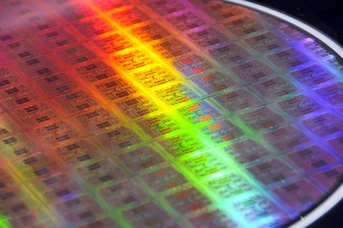 DRAM 兩週內上揚一成、半導體市場波動不斷!(圖片:AFP)