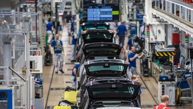 費城7月製造業指數大幅上升至一年高點 Fed降息再添變數 (圖片:AFP)
