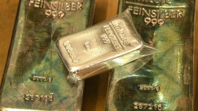 追趕黃金漲幅 白銀價格狂飆至逾一年新高(圖:AFP)