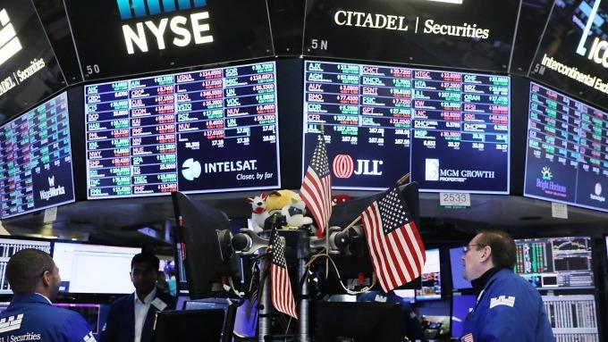 熱過頭了 何時再進場?分析師:未來三個月 美股恐回檔10% (圖片:AFP)