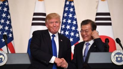 日韓貿易戰越演越烈,文在寅拜託川普來「勸架」。(圖片:AFP)