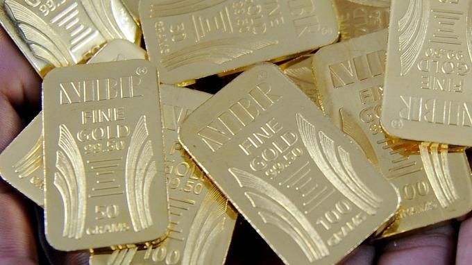 貴金屬盤後─美元走強 黃金收低1.40美元 自六年高點回檔 (圖片:AFP)