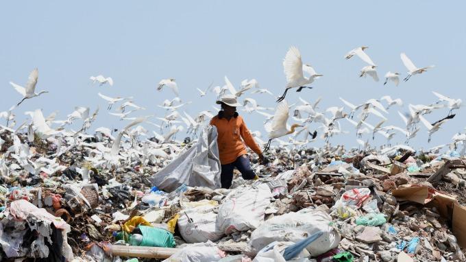 垃圾債示意圖。(圖片:AFP)