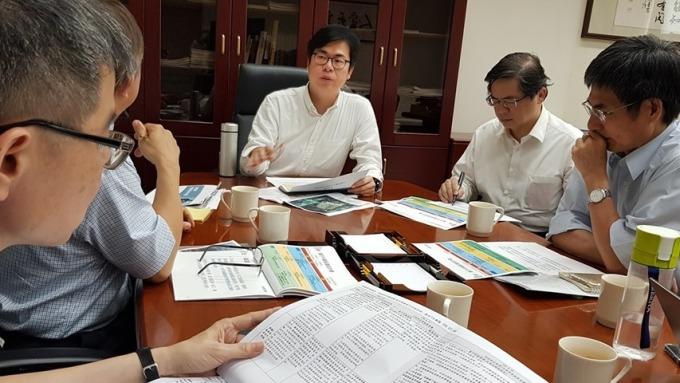 行政院副院長陳其邁邀集跨部會討論橋頭科學園區。(圖:擷取自陳其邁Facebook)