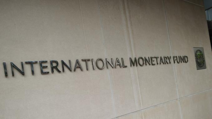 IMF將全球經濟成長預測砍至3.2%。(圖片:AFP)