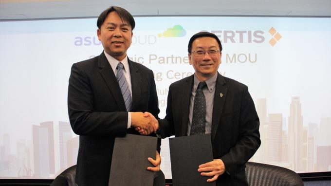 華碩攜手新加坡Certis Group搶攻智慧保全商機,華碩雲端總經理吳漢章(左)。(圖:華碩提供)