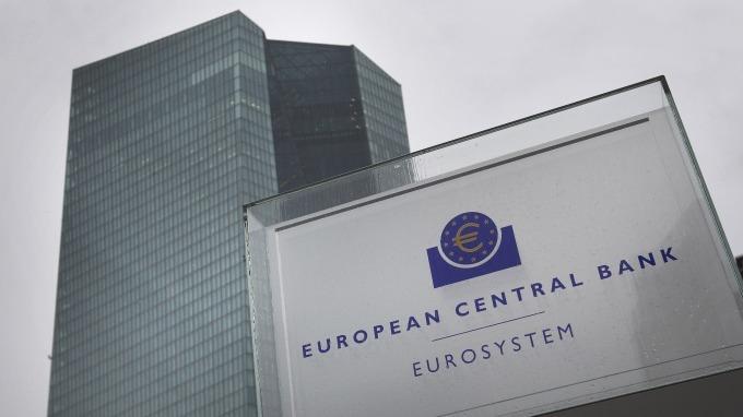 歐洲央行暗示降息、重啟QE!歐元聞訊走貶 (圖片:AFP)