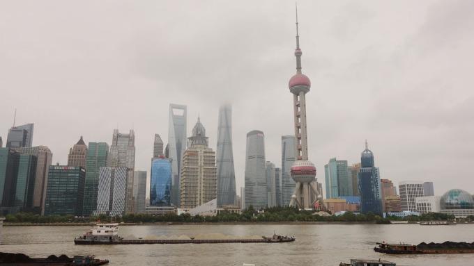 中國大陸Q2商用地產交易人民幣402億元季減53%,星商仍在加碼衝刺中。(鉅亨網記者張欽發攝)