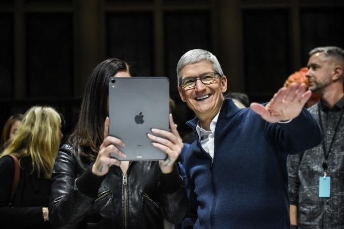 蘋果計畫先在 iPad 等產品試水溫,循序漸進採用自家晶片。(圖片:AFP)
