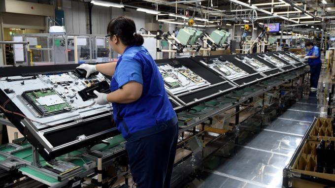 面對產能壓力面板廠上半年出貨年增3.6%,群創位居全球第3。(圖:AFP)