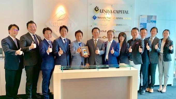 證交所總經理簡立忠(左6)帶隊拜訪日本企業,康和證券董事長鄭大宇(右6)陪訪。(圖:康和證提供)