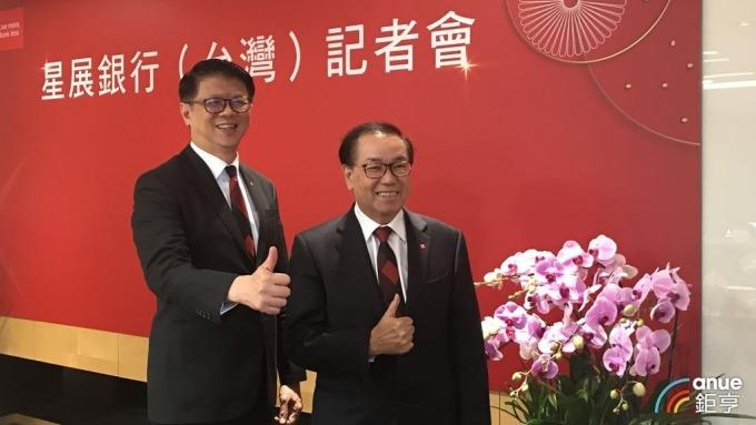 星展集團控股主席佘林發(Peter Seah)與星展銀行(台灣)總經理林鑫川(左)。(鉅亨網資料照)