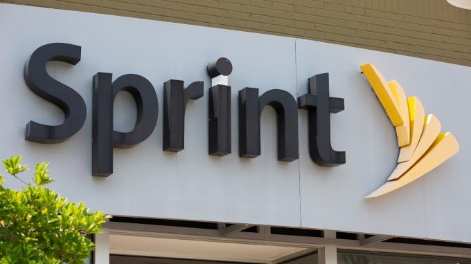 T-Mobile-Sprint合併 恐推高每月的電信帳單(圖片:AFP)