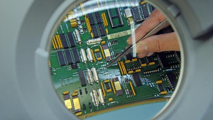 IC Insights:今年DRAM銷售額估下降38% 但在整體IC市場仍居冠(圖片:AFP)