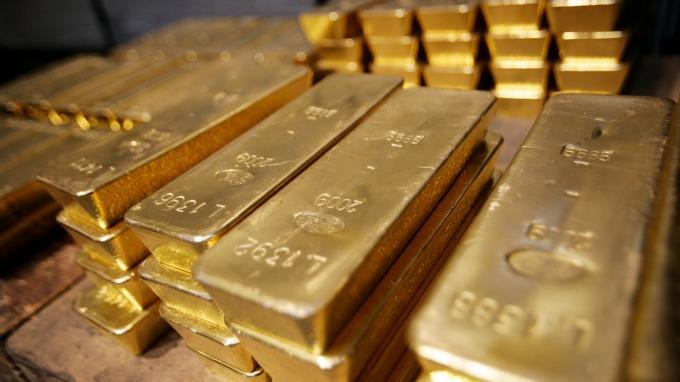 全球央行買「金」量刷新高紀錄!預期未來一年仍將續增 (圖片:AFP)