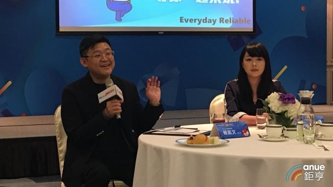 網家執行長蔡凱文(左)和PChome24h購物行銷中心副總監鐘紫瑋(右)。(鉅亨網記者王莞甯攝)