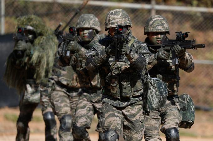 南韓:考慮在 GSOMIA 毀約、宣布對日本採取貿易報復!(圖片:AFP)