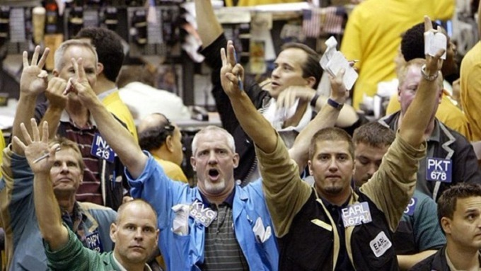 新一輪貿易戰催動VIX 劇烈飆升 「50美分」提前買進買權大有斬獲。(圖:AFP)