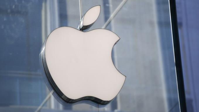 Wedbush:新關稅可能使蘋果明年EPS減少4%或導致iPhone銷售縮減(圖片:AFP)