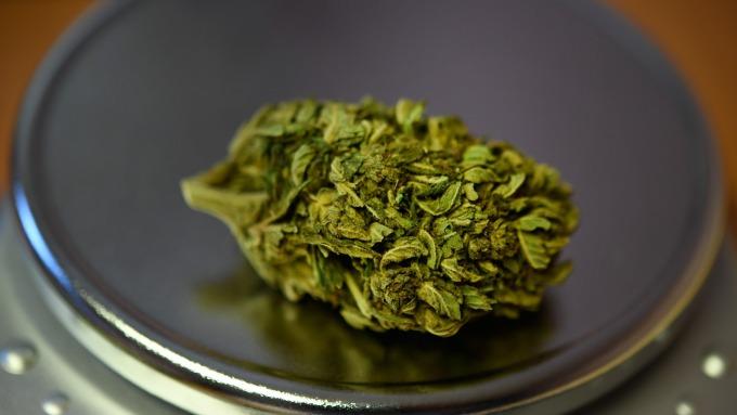 看好大麻類股終將下跌 空頭加碼放空(圖:AFP)