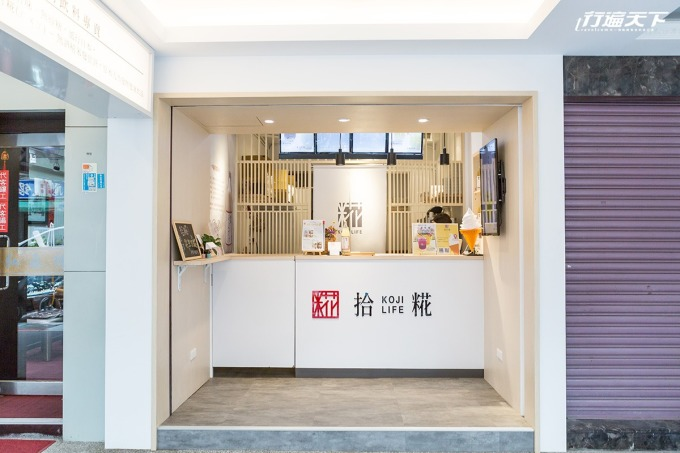 日系簡約的店面風格以白與淺木色為主,打造清新氛圍。
