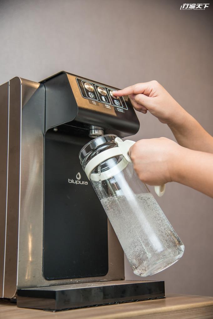 房內均提水壺能自由到公共區域裝取氣泡水。