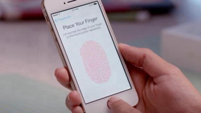 屏下指紋技術新寵兒 GIS、高通受關注(圖片:AFP)