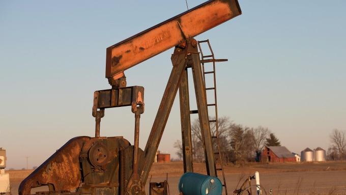 若中國購買伊朗原油 油價每桶可能崩跌30美元 (圖片:AFP)