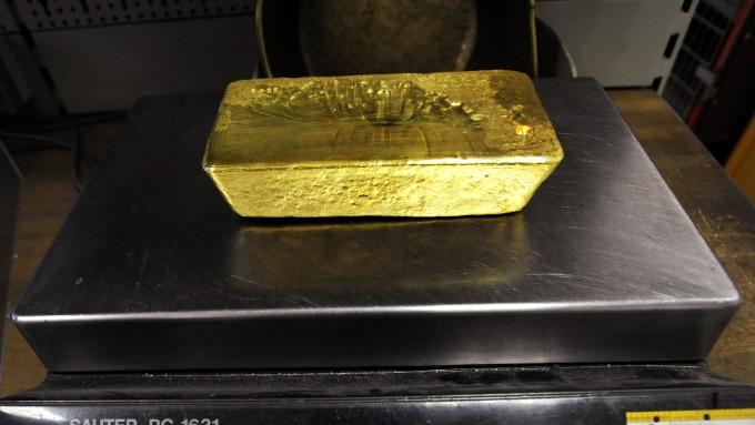貴金屬盤後─貿易擔憂深化 黃金收高19美元 創六年收盤高點 (圖片:AFP)
