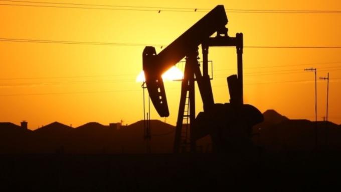 中宣布停購美農產品 期油走低(圖片:AFP)