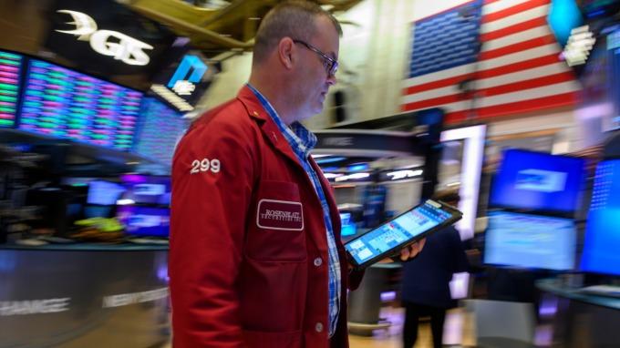 擔憂貿易戰升級 道指期貨大跌500點後跌幅縮減