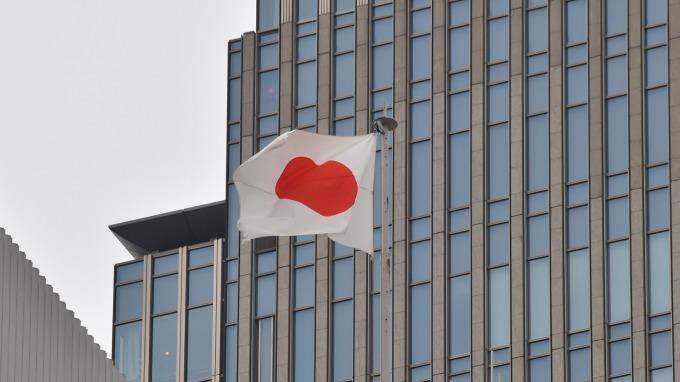 容忍長債利率跌至負0.25%? 日本央行持靜觀態度。(圖片:AFP)
