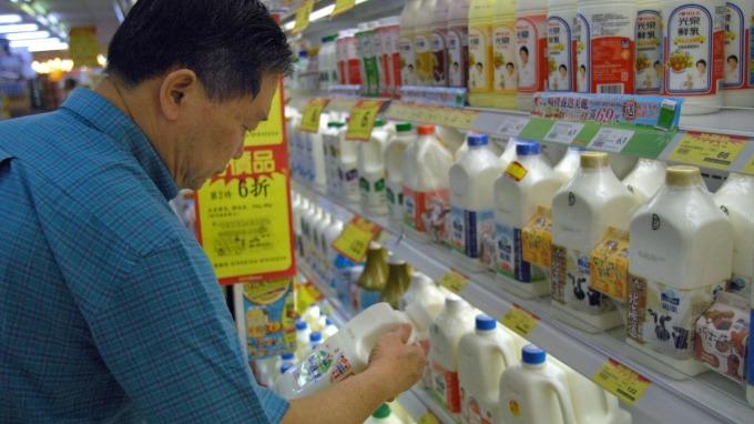 主處總處公布 7 月消費者物價指數 (CPI),年增 0.4%,連續 7 個月正成長。(圖:AFP)