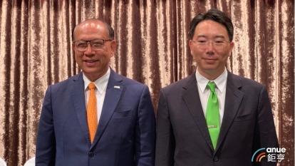 左起為上銀集團總裁兼總執行長卓永財、上銀董事長卓文恒。(鉅亨網資料照)